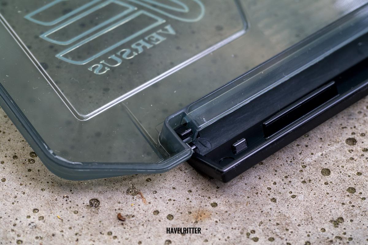 MEIHO Versus VS 3020 Tackle Box - Latsch / Griff, Verschlussmechanismus von unten