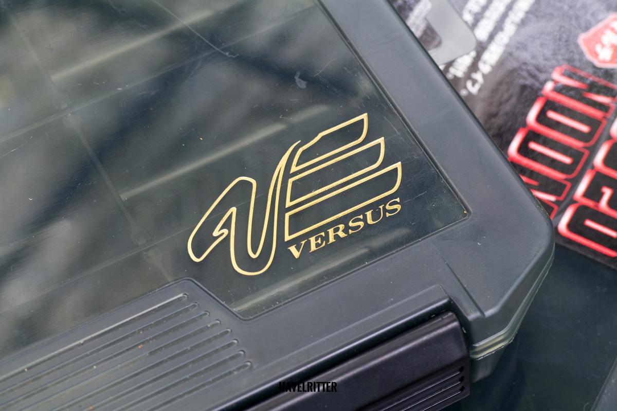 MEIHO Versus VS 3020 Tackle Box - Versus-Logo oben